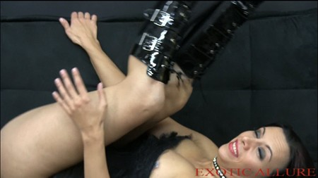 Upskirt ass brunettes showing thong